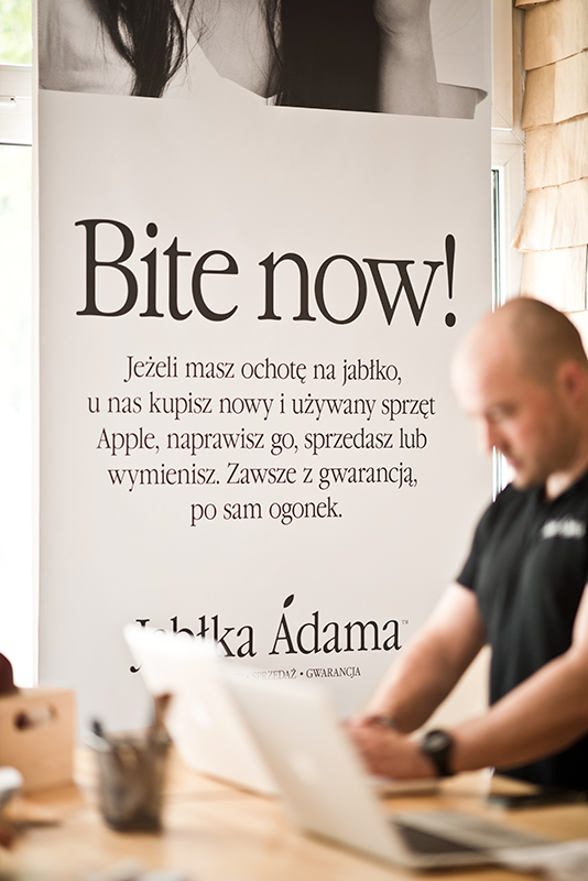 jablka_adama_by_minima_advertising_people_13